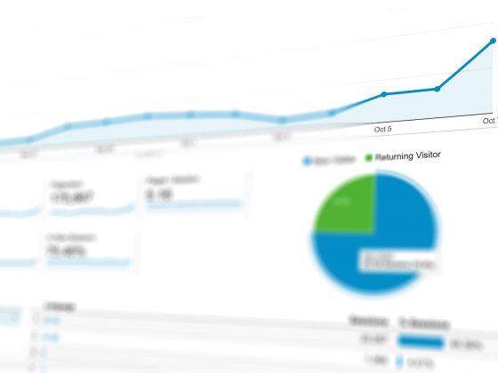Google Analytics er et redskab, som gør dig i stand til at kortlægge, hvor din trafik kommer fra, og derved, hvilke markedsføringskanaler der virker for dig