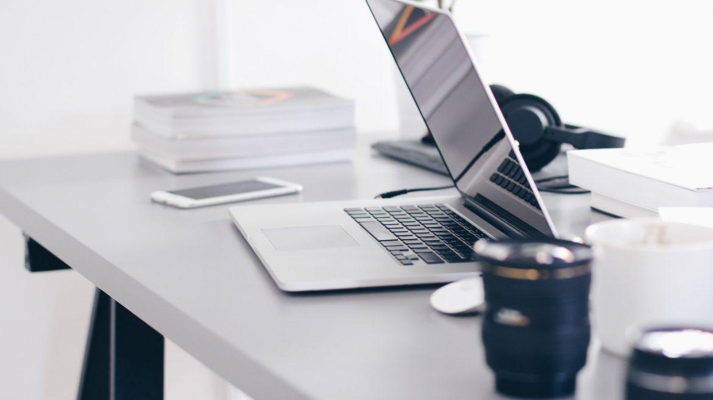 56% af folk tjekker deres mail som det første på dagen, og derfor er det vigtigt, at din virksomhed popper frem i indbakken i form af et nyhedsbrev.