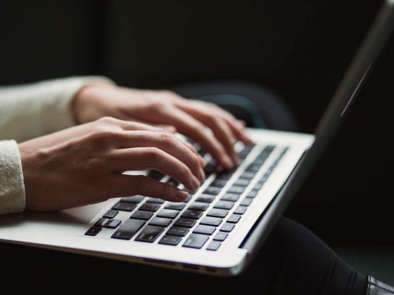 Ønsker du at komme til tops på Google, er det alfa og omega at have gode SEO-tekster på din professionelle hjemmeside